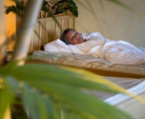 Probeschlafen auf Wasserbetten.